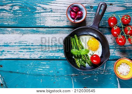 Fried Eggs With Aspargus