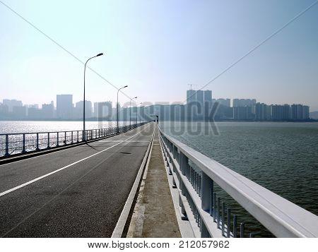 A walk on Governador Nobre de Carvalho Bridge
