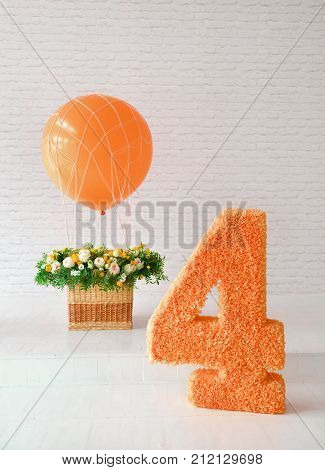 decor for the holiday birthday. 4 years. balloon and a large figure. for smash the cake