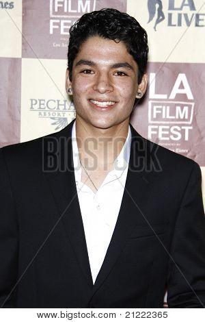 """LOS ANGELES - JUN 21: Bobby Soto på """"Ett bättre liv"""" Världspremiär Gala Screening på 2011 Los en"""