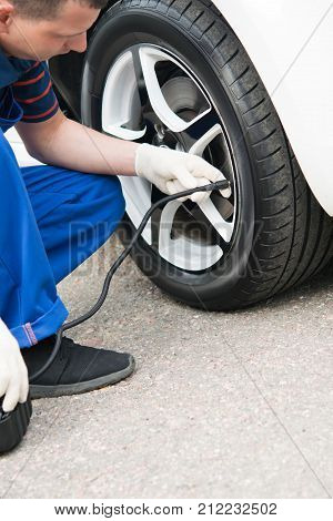 master car service inflates car wheels .