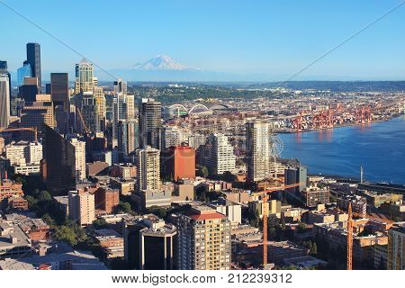 Seattle city view with Mount Rainier in the background