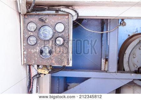 Control panel gauge for monitoring measure pressure temperature rpm