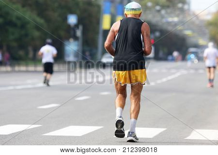 the older athlete runs a marathon