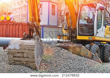 Operation of wheel loader excavator for unloading crushed stone during the repair of city utilities and road works. Housing and communal services.