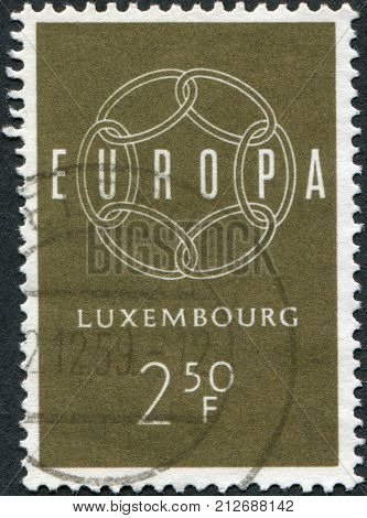 LUXEMBOURG - CIRCA 1959: A stamp printed in Luxembourg shows 6-Link Enless Chain and the word EUROPE circa 1959
