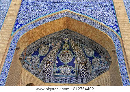 Khiva: the beautiful arch with mosaic pattern