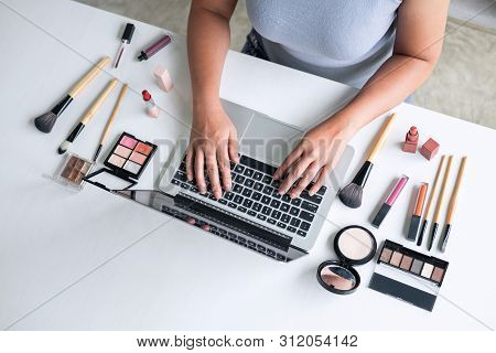 Business Online On Social Media, Beautiful Woman Is Watching Online Blogger Tutorial On Laptop, Show
