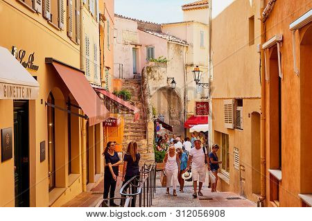 Saint-tropez, France - September 22, 2018: Narrow Street In The Old Part Of The City Saint-tropez