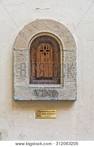 Florence, Italy - May 10, 2019: Bushetta Del Vino, Vine Window, Inscription On The Wall Of A Buildin