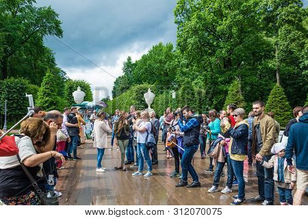 Peterhof, Russia - July 13, 2016: Tourists Make Photo In Peterhof, Known For Its Palaces And Fountai