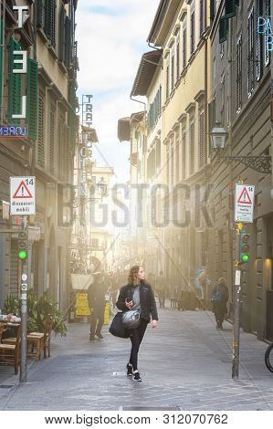 Florence, Italy - May 13,2019: Tourists Walk Through The Picturesque Streets Of Florence On A Bright