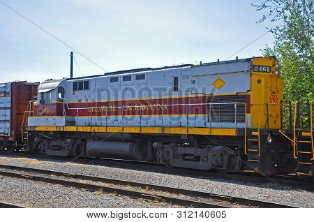 Scranton, Pa, Usa - Aug 7, 2010: Delaware, Lackawanna Railroad Dl 2461 Is A Alco C425 Diesel Locomot