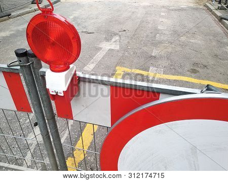 Red And White Fencing During Road Repairs, Construction Or Unforeseen Situations. Red Light To Warn