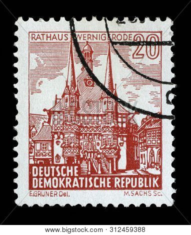 ZAGREB, CROATIA - SEPTEMBER 05, 2014: A stamp issued in Germany - Democratic Republic (DDR) shows Townhall, Wernigerode, Landscapes and historic buildings serie, circa 1961.