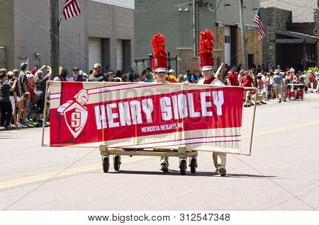 Mendota, Mn/usa -july 13, 2019: Students In The Sibley High School Marching Band Hold The Banner Ahe