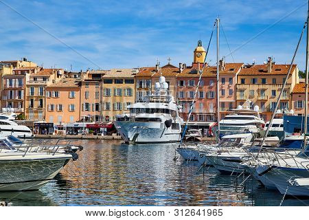 Saint-tropez, France - September 23, 2018: Yachts And Ships Moored At The Pier In The Sea On A Sunny