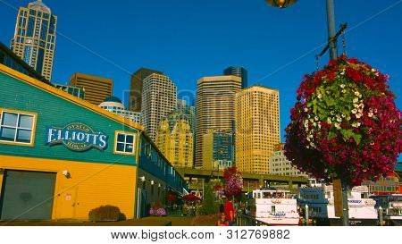 Seattle, Washington, Usa (mai 5, 2019) . Day View Of The Seattle Aquarium Located On Pier ; On The E