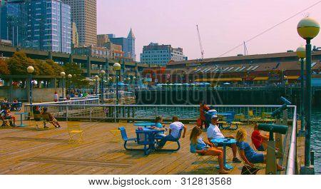 Seaside Restaurant At Evening In Seattle, Washington, Usa (mai 9, 2019) Downtown Seattle,