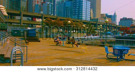 Seaside Restaurant At Evening In Seattle, Washington, Usa (mai 9, 2019) Downtown Seattle,.