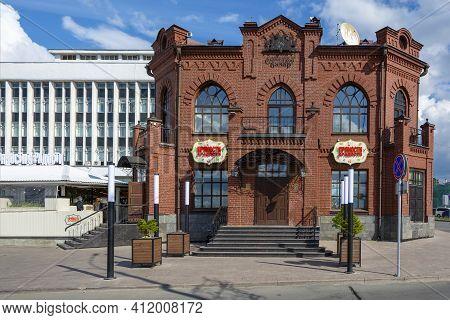 Tomsk, Russia-30 August 2020: Historical Building Of The Former Slavyansky Bazar Tavern,  Tomsk, Rus