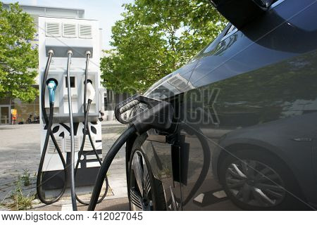 Electric Car Charges Battery E-mobility Charging Station
