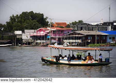 Boat Ship Ferry Transport Send Receive Passengers Travelers People Crossing Chao Phraya River Betwee