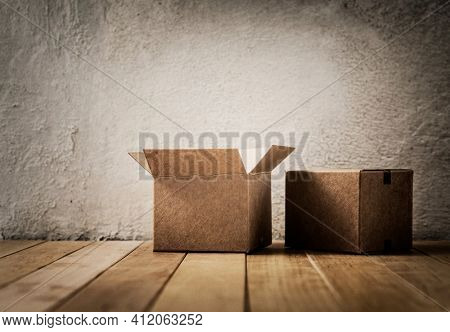 Empty grunge room and cardboard boxes on the floor