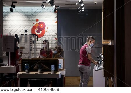 Belgrade, Serbia - November 24, 2020: Client Disussing With A Staff Of A Phone Carrier Shop Wearing