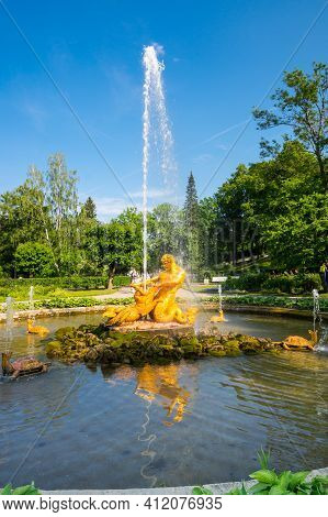Saint- Petersburg, Russia - June 18, 2018: The Triton Fountain In The Lower Garden Of Peterhof, Sain
