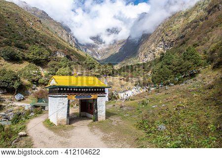 Beautiful Landscape In The Area Of Khumbu Region, Nepal. Khumbu Is A Region Of Northeastern Nepal On