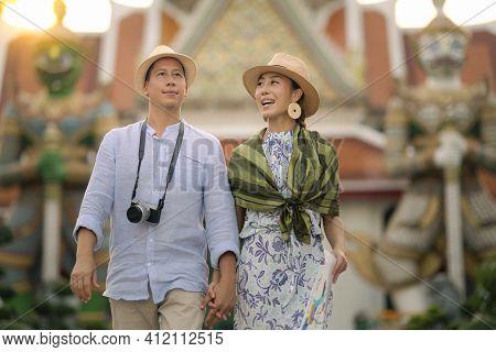 Wat Arun Ratchawararam Temple. Couple Traveller Walking In The Temple, Landmark Thailand Tourist Spo