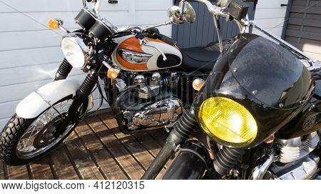 Bordeaux , Aquitaine France - 03 08 2021 : Triumph Bonneville T100 Neo Retro Bonnie Motorbike Parked