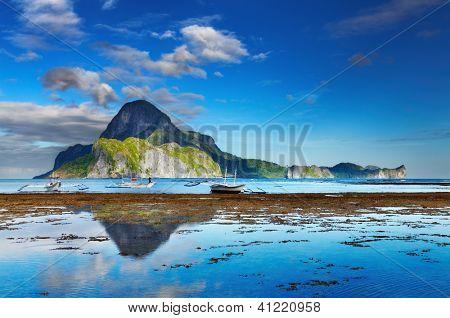 El Nido bay and Cadlao island at low tide, Palawan, Philippines