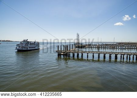 Charleston, South Carolina - March 29, 2019: A View Of Fort Sumter Ferry Dock With Tourist Waiting F