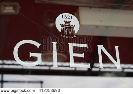 Bordeaux , Aquitaine France - 03 08 2021 : Gien Logo Sign And Brand Text Of Official Store Purchase