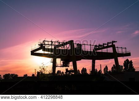 Industrial Iron Large Metal Gantry Crane Mounted On The Supports For Lifting And Carrying Heavy Carg
