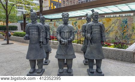 Chicago, Il July 15, 2016, The First Chinese Emperor's Terracotta Army Replica Figures On Display At