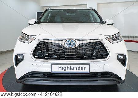 Uzhhorod, Ukraine. January 2021 White Car Of The Japanese Brand Toyota Highlander. Suv, Crossover. R