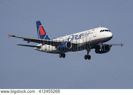 Istanbul, Turkey - March 28, 2019: Onur Air Airbus A320 Tc-obu Passenger Plane Arrival And Landing A