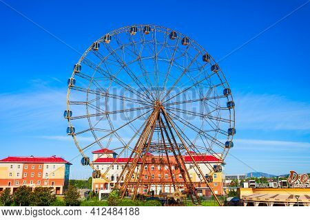 Sochi, Russia - October 04, 2020: Ferris Fheel In Sochi Theme Park In Sochi Resort City In Russia
