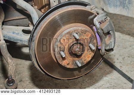 Zoom View Car Wheel Hub And Brake Caliper And Tie Rod End And Steering Rack Tie Rod