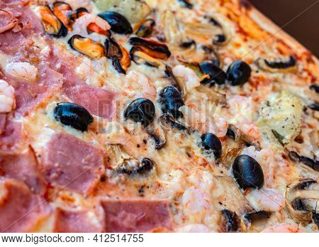pizza on a plate, close up