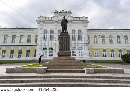 Omsk, Russia - September 13, 2019: Statue Of Communist Lenin In The City Of Omsk In Front Of A Large