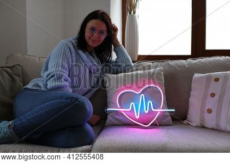 Beautiful Young  Girl With Neon Signs. Neon Sign Pink Heart. Trendy Style. Valentine Day.  Party Con