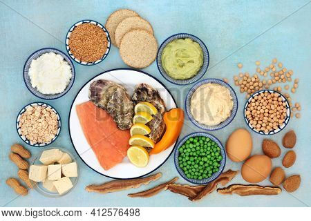 Bipolar disorder and manic depression diet foods high in omega 3, protein, vitamins, selenium, magnesium, serotonin and tryptophan. Seafood, dairy, cereals, vegetables, nuts, seeds and dips.
