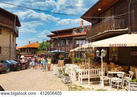 Nessebar, Bulgaria, Juny 18, 2016: Tourists Visit The Souvenir Shops In The Streets Of The Old Town