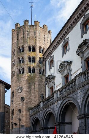 Gothic tower of Sant'Andrea, Italian Architecture - Umbria