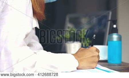 Planner Plan And Write Schedule Calendar And Reminder Agenda, Work Online At Home. Close Up Of Woman