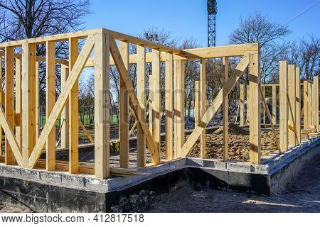New Modern Wooden House Frame Concrete Foundation Waterproofing And Damp Proofing With Bitumen Membr